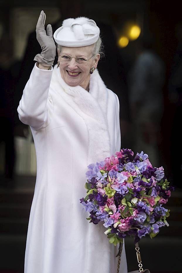 Kongelige kvinder i alle aldre elsker farven hvid. Vi har samlet 50 fantastiske hvide kjoler båret af blandt andre kronprinsesse Mary, prinsesse Madeleine, hertuginde Catherine og lille prinsesse Estelle.