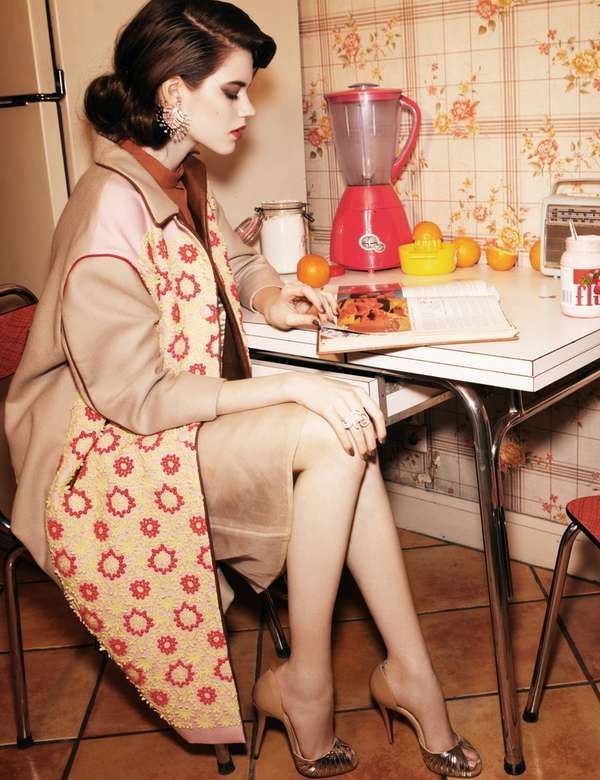 Murder Mystery Photoshoots - The Gucci Pre-Fall 2012 Campaign Displays Eerie Activity (GALLERY)