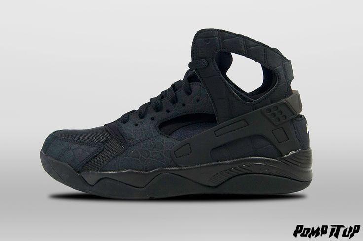 Nike Air Flight Huarache (Black/Black-Black) For Men Sizes: from 40.5 to 45 EUR Price: CHF 170.- #Nike #AirFlight #AirFlightHuarache #NikeAirFlight #Sneakers #SneakersAddict #PompItUp #PompItUpShop #PompItUpCommunity #Switzerland