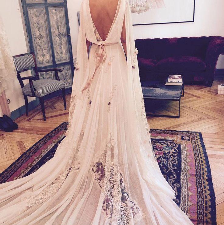 Hoy en el blog os hablo de las preciosas novias de Helena Mareque http://www.unabodaoriginal.es/blog/de-la-cabeza-a-los-pies/vestidos-de-novia/novias-helena-mareque