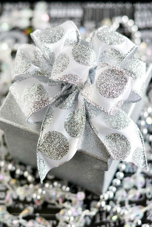 How to make a gift bow tutorial Wish I still had mine. So much easier than making them by hand
