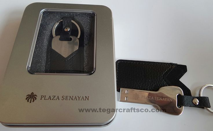 FDLT26 Flashdrive USB key design with a leather cover is ideal as a merchandising company property such as for housing developers (developers), property agents and developers apartment. http://www.tegarcraftsco.com/2013/04/distributor-agen-suplier-jual-dan.html