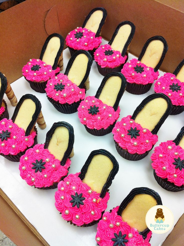 High Heel Cupcakes my mother needs to make these!! 2 things I love come together!