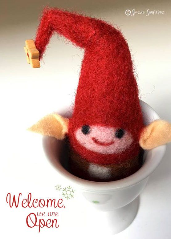 Handmade needle felted xmas elf . Giveaway here on my shop : http://tissipostcardsandcrafts.blogspot.it/2015/11/mercatino-di-natale.html