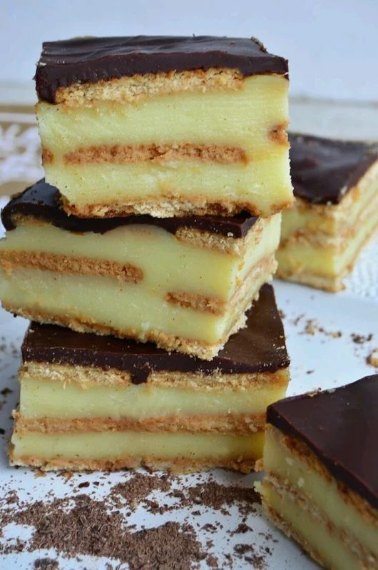 dolces bocados galletas dulcesdispuestas en capas. con postre o flan a eleccion