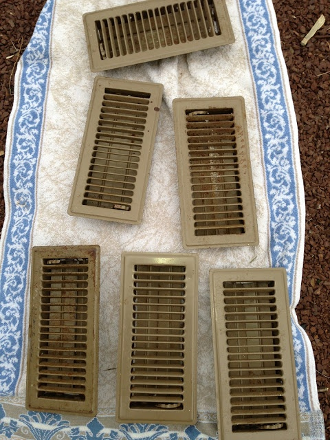 how to clean vent ducts home