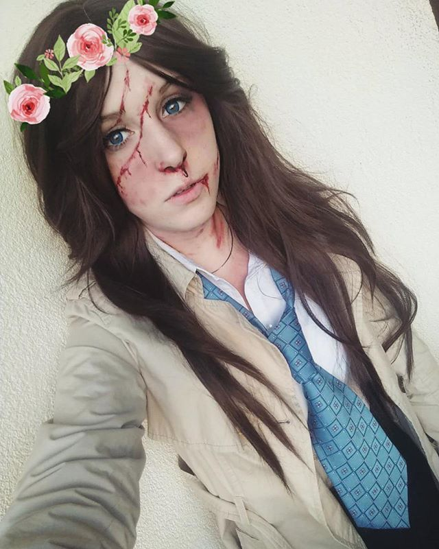 I simply couldn't resist the idea of wreath becasue even beaten up Castiel is still FABULOUS  #supernatural #castiel #castielnovak #jimmynovak #angel #supernaturalfandom #supernaturalcosplay #cosplay #poland #polishgirl #flowers #wreath #pink #makeup #fabulous