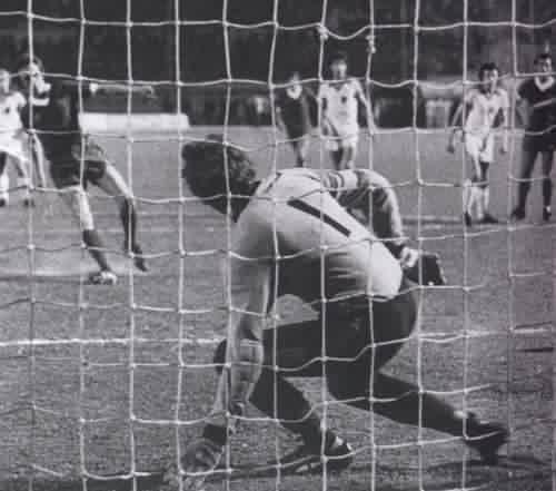 Goal - Phil Neal 3-1 (Penalty): 3 1 Penalty, Neal 3 1, Final 1977, Penalty King