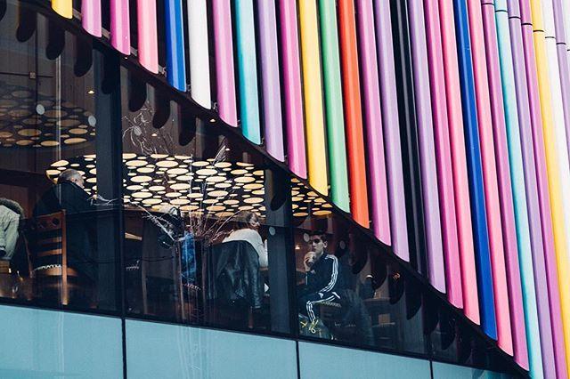 Farbenfrohe Winterzeit (2016) #london #winterinlondon #2016 #colours #colors #winter #camdentown #england #thisisengland #streetphotography #travel #lovethiscity #dslrphotography #dslr #canon #photography #photooftheday #photo #picoftheday #pictureoftheday #austrianphotographer #austrianphotographers #austrianart #kunsttirol