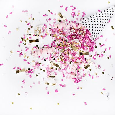 Five FREE New Year confetti styled stock Images for Instagram and social media shares from the SC Stockshop! Happy New Year from Shay Cochrane and the @scstockshop !!