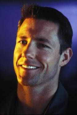 Edward Burns, is the type of guy I love to hate...he's quick witted and sarcastic to a fault