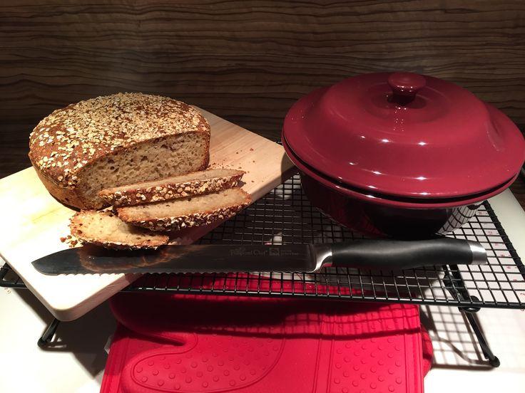 """""""Paul"""" nach einem Rezept von Martina Ziehl. Statt Weizenvollkornmehl habe ich Dinkelmehl Typ 630 verwendet. https://schall.shop-pamperedchef.de/index.php?id=10&products_id=193&tx_multishop_pi1%5Bpage_section%5D=products_detail #zaubermeister #brot #pampered chef #stoneware"""