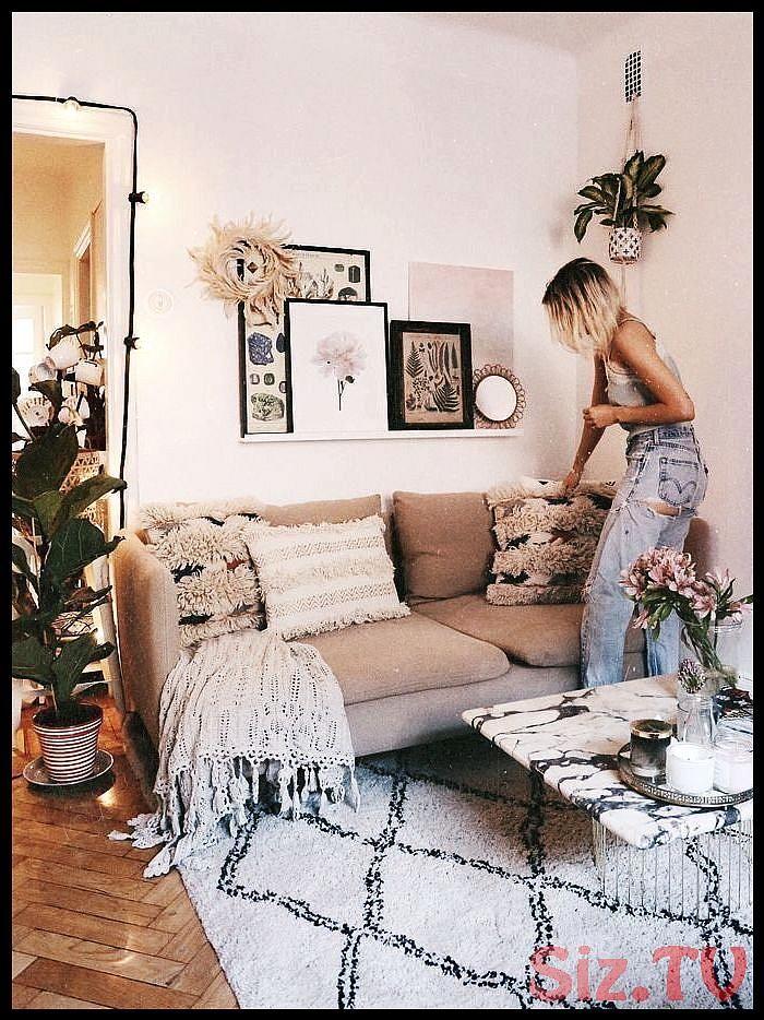 Minimales wei es Wohnzimmer mit brauner Couch Wohnkultur ...
