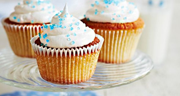 These Meringue Cupcakes are a light and airy treat that's perfect for a picnic treat! http://gustotv.com/recipes/dessert/meringue-cupcakes/