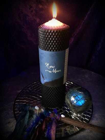 Extra large 3-sheet, long burning, blue, black and white NEW MOON ritual pillar candle wrapped in Magica Luna oil (a blend of ylang ylang, star fruit essence, sandalwood, myrrh and a hint of lily of the valley) with Labradorite stones for dark moon ritual, new beginnings, intention setting ...