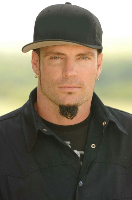 #VANILLAICE - BURGLARY Vanilla Ice has been charged with burglary. Under his real name #RobertVanWinkle he was taken into custody after allegedly breaking into and stealing from a property in #Florida. The 90's #rapper - famous for the chant Ice Ice Baby - has recently been presenting home renovation series The Vanilla Ice Project for the DIY Network