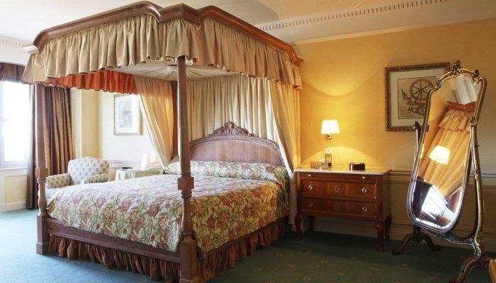 best 25 disneyland hotel ideas on pinterest disney land hotel disneyland hotel california. Black Bedroom Furniture Sets. Home Design Ideas
