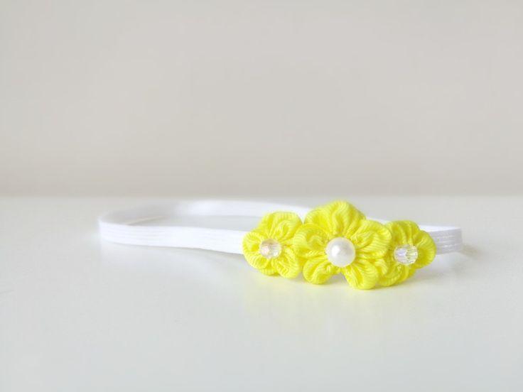 Opaska kwiatki z perełkami żółta wiosenna - MadebyKaza - Opaski dla niemowląt