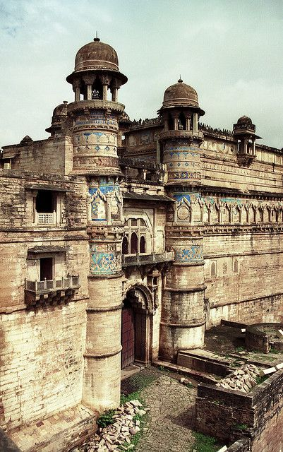 Gwalior Fort (Tomar dynasty) is one of the most structurally sound forts of India.  It is massive and occupies an isolated rock outcrop.  by marmon