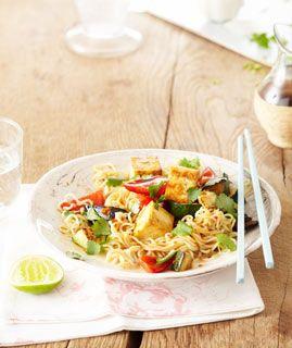 Vegetarisch: Gemüse-Nudeln mit Tofu - Paprika: Salate, Suppen, Sättigendes - [LIVING AT HOME]