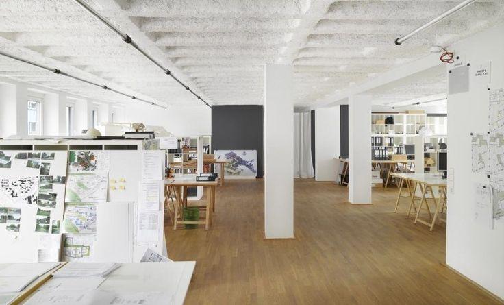 Helle und großzügig gestaltete Arbeitsplätze in Stuttgart #Büro, #Bürogemeinschaft, #Office, #Coworking, #Stuttgart