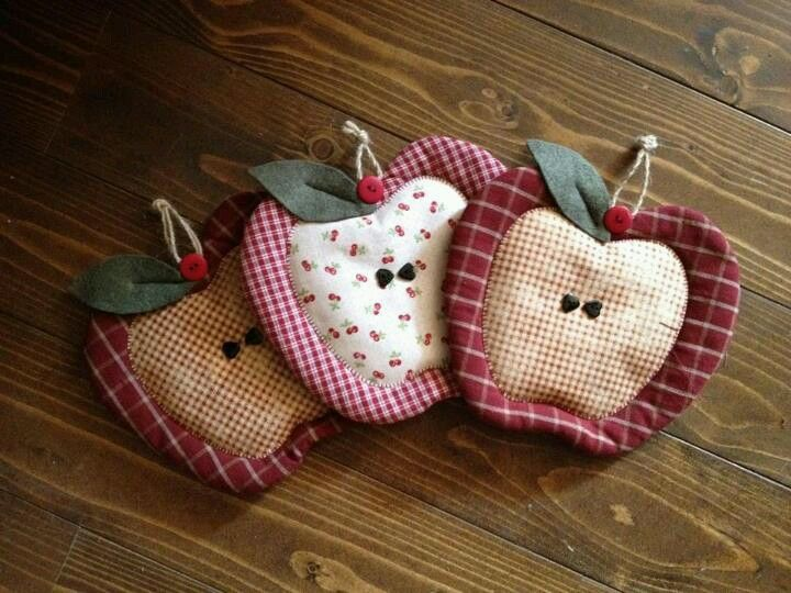 Increase the pattern size and this would make lovely potholders for the kitchen. No pattern given.... I just like the idea.