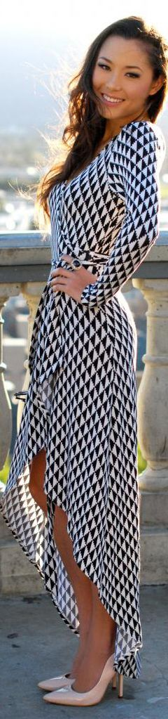 Wear a bold print with simple nude pumps, minimal jewelry, and natural makeup to make the dress wow!
