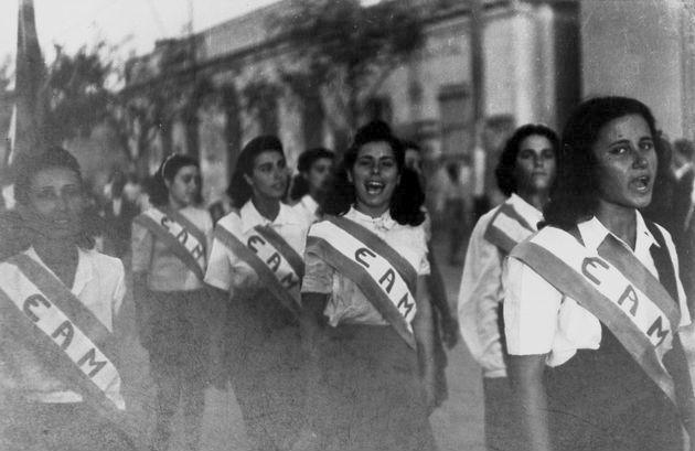 Παρέλαση για τα τρίχρονα του ΕΑΜ στην Καισαριανή, λίγο πριν από την απελευθέρωση (27/9/1944)