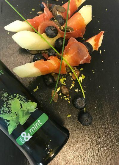 #olioflaminio #olio #flaminio #trevi #umbria #italy #extravergine #extravirgin Ingredienser: 3 skiver melon 3 skiver spekeskinke Gresskarkjerner Blåbær Gressløk Lime Fla...
