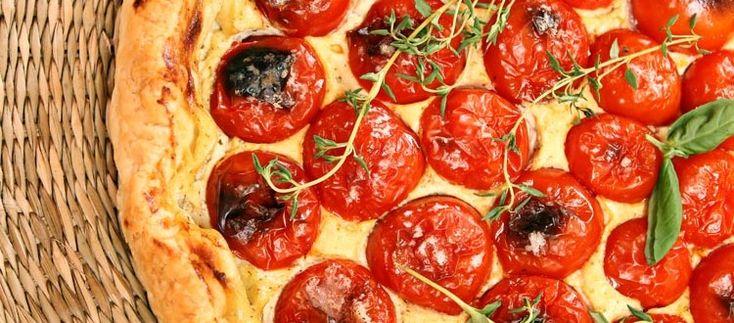 Torta salata con pomodorini e crema al basilico , ricetta vegan con silk tofu
