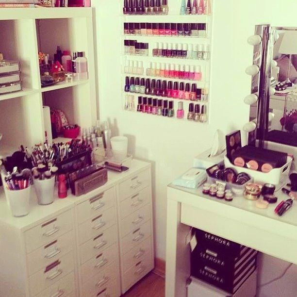 um.. yeah this would be my dream come true except it would be baby lips, eos, and then a bunch of other stuff <3 --Kenzie Leigh