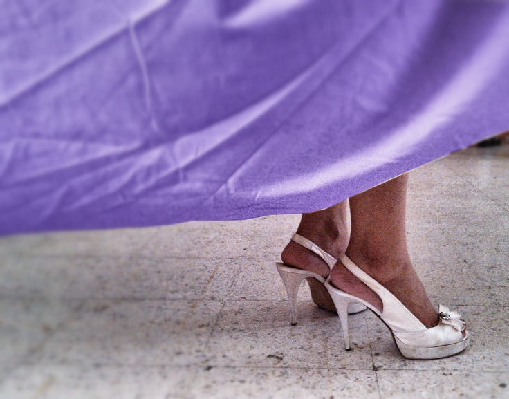 Las zapatillas de la maestra de mi hijo... ¡no pude resistirme... tenía que tomarla!... The high-heels shoes of my son's teacher... I could not resist... I had to take it!