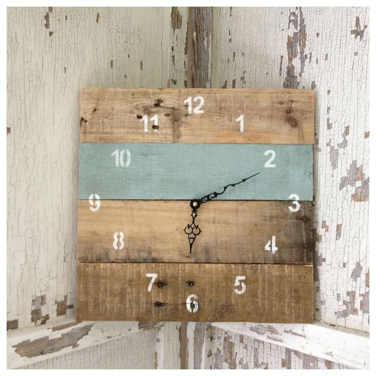 Reclaimed Pallet Wood Wall Clock - could do so many other things like this!