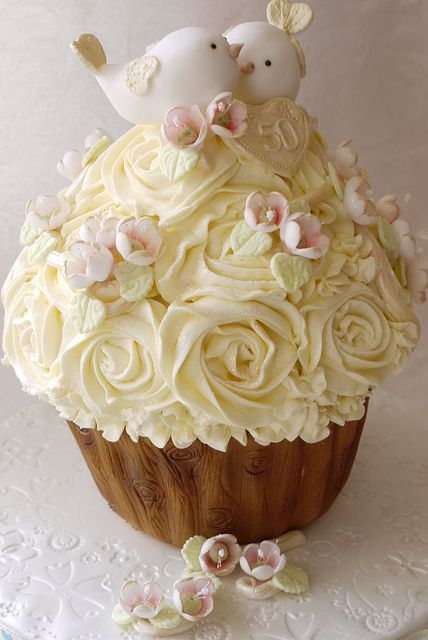 Love Birds Cupcake Cake - very cute anniversary cake idea, or bridal shower. Could be used with just a baby bird on top for baby shower too!