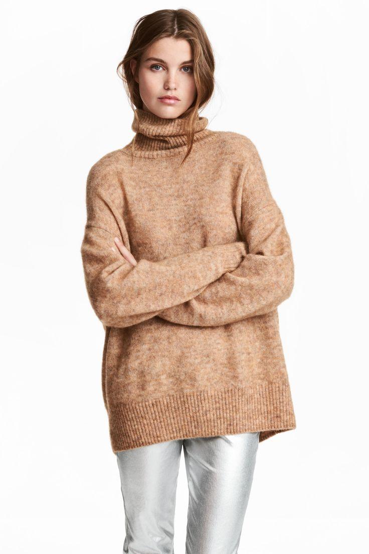 Camisola gola alta mohair (bege): H&M (59,99€) ✓