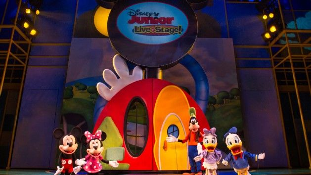 Life-size puppets of Mickey, Minnie, Donald, Daisy and Goofy at Disney Junior – Live on Stage!