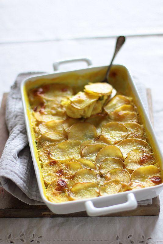 tortiera di patate, porri e curcuma