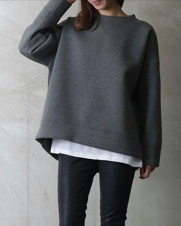 Minimal Classic: charcoal sweatshirt