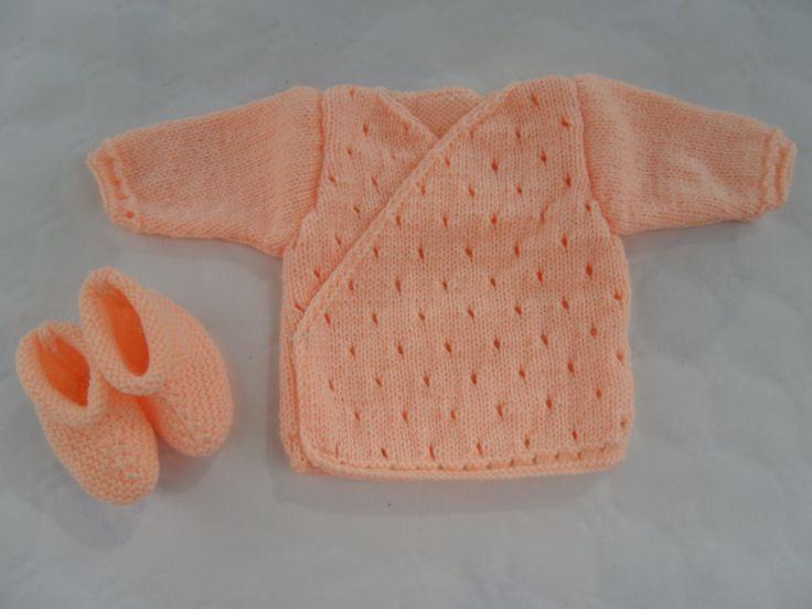 Un tricot, une bonne idée cadeau  brassière bébé + snood  par