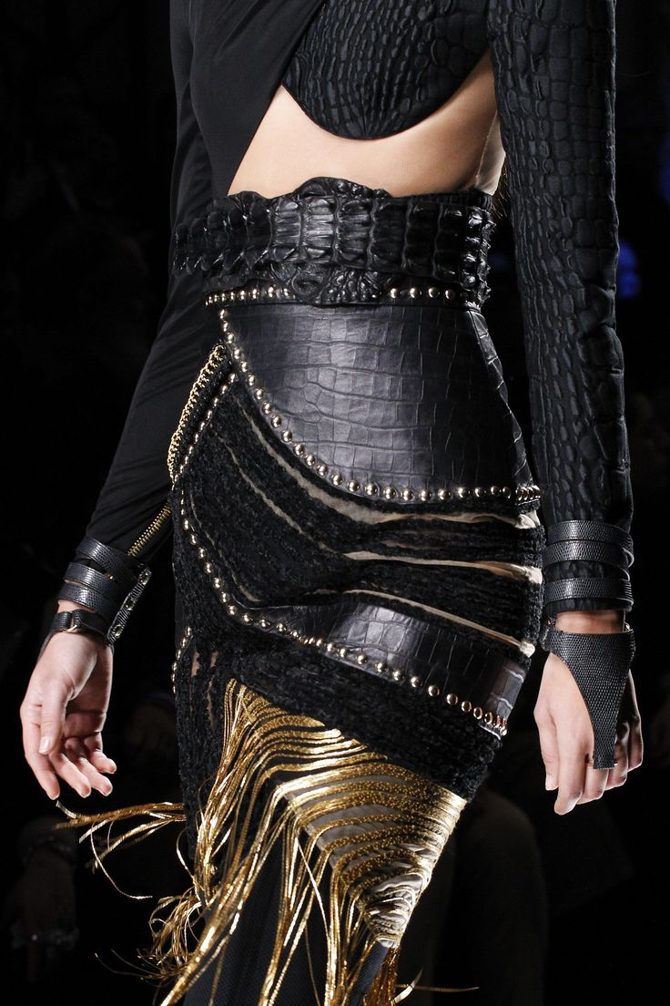 Balmain Fall 2017 Ready-to-Wear Accessories Photos - Vogue
