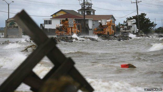 Hurricane Arthur loses strength Hurricane Arthur has weakened in strength after hitting North Carolina's barrier islands overnight, causing thousands of homes to lose power.  http://newsandmediahub.blogspot.com/