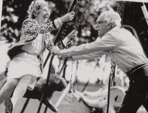 """""""As borboletas na barriga são iguais tanto aos 20 como aos 60"""" :) http://palavrasdoabismo.blogspot.pt/2017/01/nao-existe-nada-melhor-que-o-inicio-das.html #amor #relações #melhoridade"""