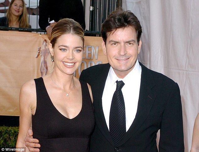 Denise Richards y Charlie Sheen - Se casaron en 2002, pero ella pidió el divorcio en 2005, mientras estaba embarazada de su segunda hija, ya que el tipo de vida que llevaba Charlie de excesos, fiestas y mujeres, no lo soportó más.