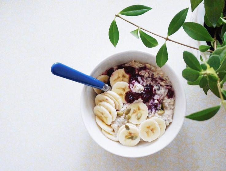 "64 Likes, 1 Comments - Melissa Thoen (@stuffmelbakes) on Instagram: ""Coconut yogurt, oats, banana and chia jam."""
