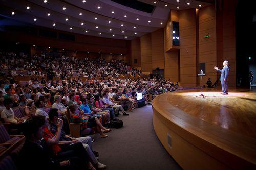 Bag om et vellykket eksempel på storytelling. Om kompleksiteten i og målet med REEL storytelling: George Takei's bold TEDxKyoto Talk http://t.co/8dhxhxKWl2