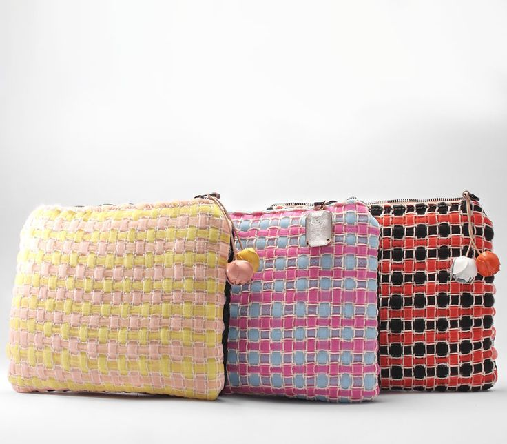 Las vegas petit. Ladies pochette in handwoven fabric. 95 % poly 5 % cotton. Siepe tulle yellow/ Siepe tulle pale blue/Siepe tulle orange.