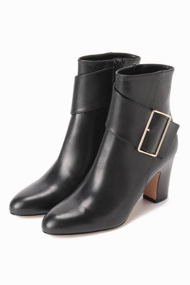 PELLICO バックル ショートブーツ 8cm  PELLICO バックル ショートブーツ 8cm 82080 2016AW IENA PELLICO PELLICO (ペリーコの靴はイタリアの最上級の素材と最高の職人技術によって生産されています 熟練の職人によって行われる靴作りは自らの小さな工房でかたくなにひとつひとつ丁寧に作りあげられています その高い技術により数々のハイブランドからのオファーを受けながらも高い技術と自らのコレクションを守るためにどこにも属さない姿勢を貫いています PELLICOの靴は走れる8cmヒールと例えられるその安定感が魅力 日本人の足にも吸い付くような履き心地を約束してくれます 履く女性を少しだけエレガントにしてくれる一足 こちらの商品はIENAでの取り扱いになります 直接店舗へお問い合わせの際はIENA店舗へお願い致します