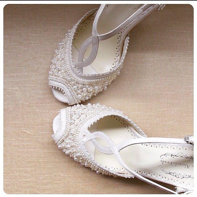Mais um pouco do sapato feito sob medida para minha noiva querida Fabíola. ❤️ #sapatodenoiva #sapatosobmedida #sapatofeitoamao #sapatobordadoamao #AlineAlmeidaPrado Orçamentos e dúvidas por favor enviar um e-mail para contato@alinealmeidaprado.com.br obrigada ❤️