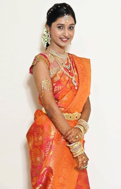 South Indian bride wearing bridal saree n jewellery