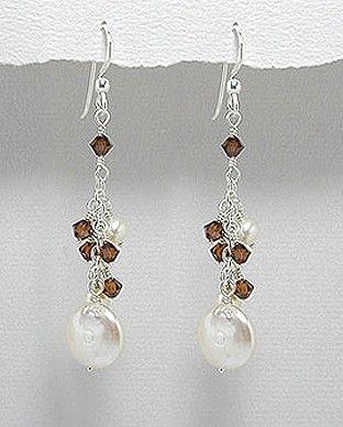 http://silverstar4u.eu/index.php?id_product=193&controller=product&id_lang=2 Cercei deosebiti realizati din argint 925, perle de apa dulce si cristale Swarovski.  Greutate: 6 gr. Lungime: 60 mm. Latime: 13 mm.